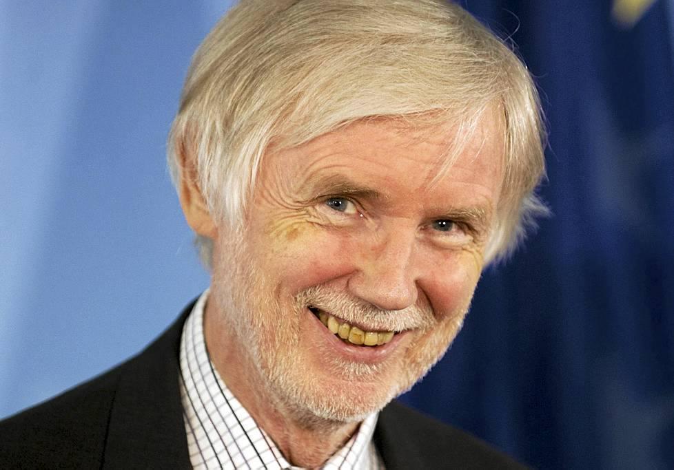 how-to-look-older-yellow-teeth-erkki