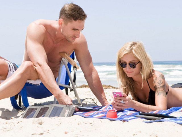 photo-main-solar-phone-charger-things-you-need-for-the-beach