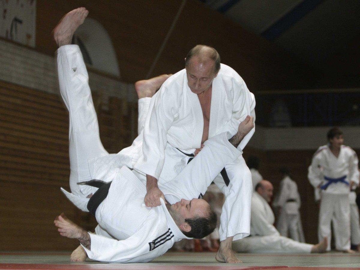 the-russian-president-Vladimir-Putin-ladies-man4