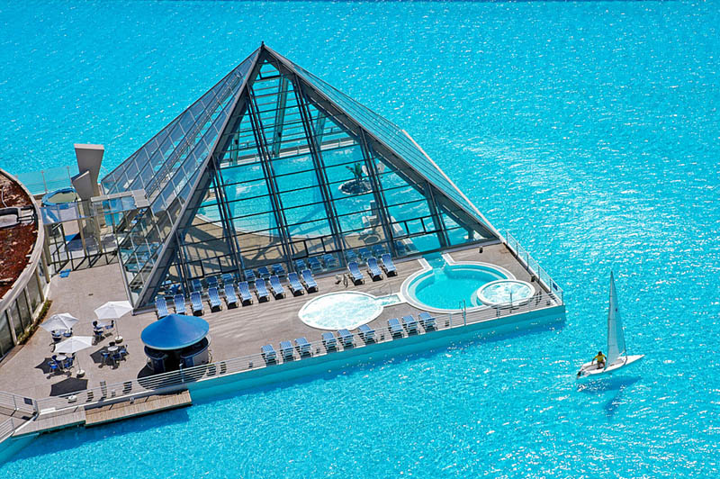 Worlds-Biggest-Swimming-Pool-4