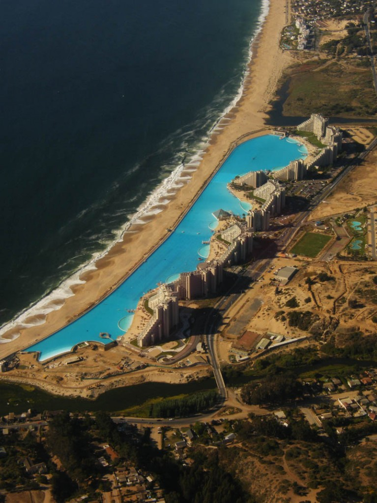 Worlds-Biggest-Swimming-Pool9
