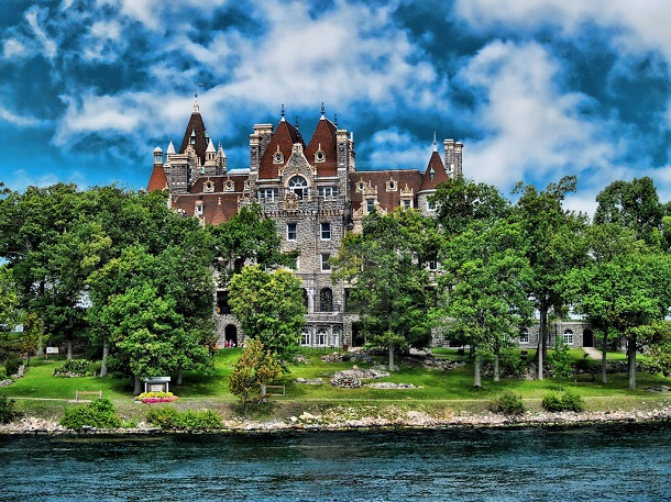10-most-majestic-castles-in-america1