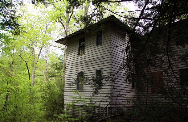 hidden-town-in-tennessee-woods0