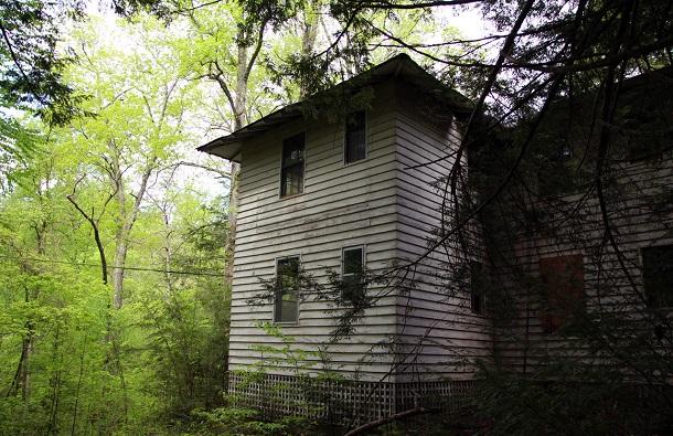 hidden-town-in-tennessee-woods0