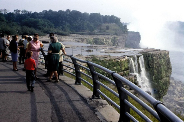 niagra falls without the water2