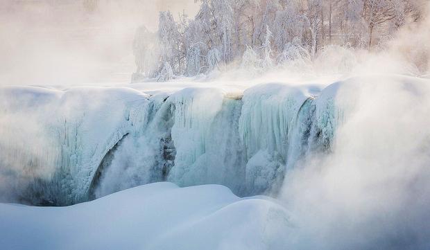 frozen niagra falls
