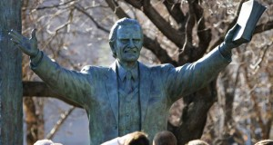 billy-graham-statue-in-washington
