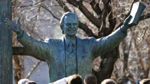 billy-graham-statue-in-washington
