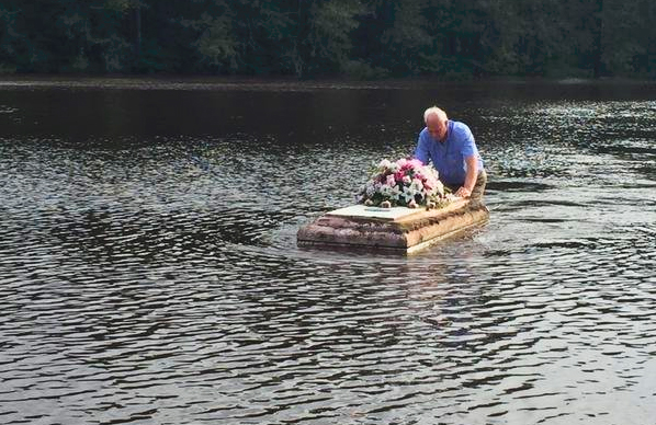 charleston area pastor defies cop s orders to save a floating casket